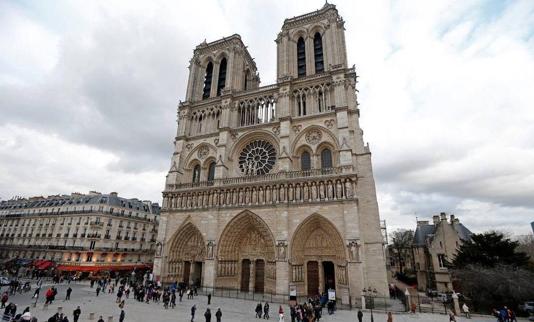 «Profunda tristeza pelo incêndio na Catedral Notre-Dame de Paris»